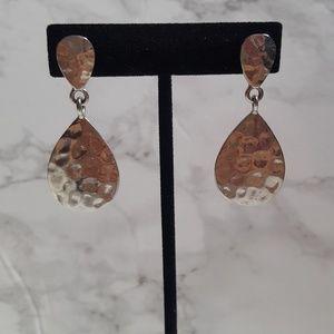 Jewelry - Silver tear drop earrings